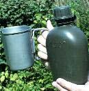 Армейская одноквартовая (0,95 л) фляга американского образца с кружкой 9 oz (266 г).