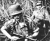 Вторая мировая война, Африка. На втором плане - немецкий солдат с ППШ-41